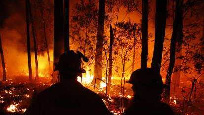 'Painstaking' process of restoring telephone connection to bushfire-hit towns begins