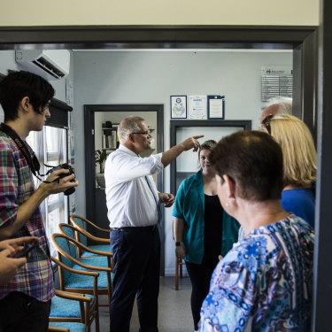 Scott Morrison talks to voters in southern Brisbane.