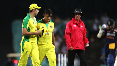 Stoinis leaves the SCG with 'left side pain'.
