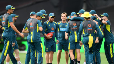 Aaron Finch (middle with ball in hand) addresses the playing group at the SCG on Thursday.