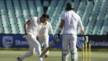 Mitchell Starc dismissed Faf du Plessis during the first Test in South Africa in 2018.
