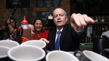 Bill Shorten and the elected member for Gilmore, Fiona Phillips, during the election campaign.