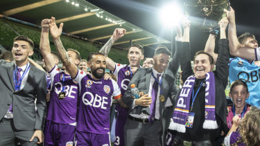 Perth Glory chairman Tony Sage, with the  Premiers' Plate in hand, wants a home-and-away finals series.