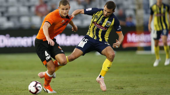Roar, Mariners share A-League points in thrilling draw
