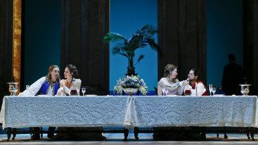 Samuel Dundas as Guglielmo, Anna Dowsley as Dorabella, Jane Ede as Fiordiligi and Pavel Petrov as Ferrando.