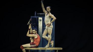 Un Pojo Royo explores themes of male vanity.
