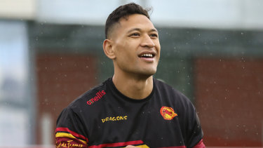 Israel Folau trains with Catalans but he won't make his debut for at least another week.
