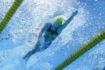 Emma McKeon swims towards gold in the 50m freestyle.