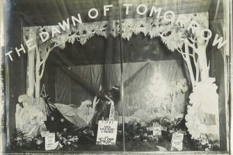 Forget the Christmas windows! It's a War Savings Week display at Grace Bros in Sydney, October 1917.