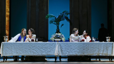 Samuel Dundas as Guglielmo, Anna Dowsley as Dorabella, Jane Ede as Fiordiligi and Pavel Petrov as Ferrando.