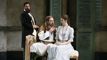 Richard Anderson as Don Alfonso, Samuel Dundas as Guglielmo and Anna Dowsley as Dorabella.