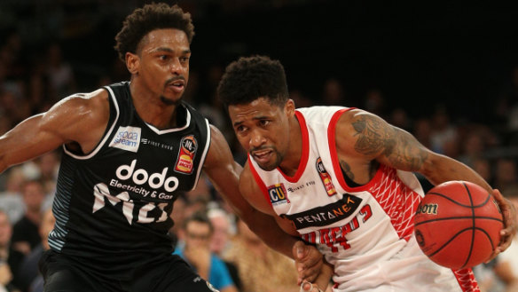 Melbourne United sneak late win to claim home court over Sydney