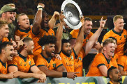 The Wallabies pose with the Mandela Plate.