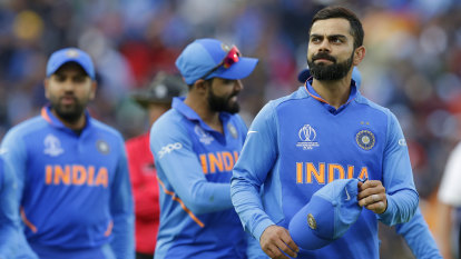 Kohli's surprise at award for defending Smith from jeering fans