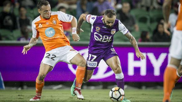 Brisbane Roar beat Perth Glory to stay alive in A-League