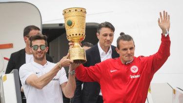 Former Eintracht Frankfurt striker Alex Meier (right) with the Bundesliga's German Cup.