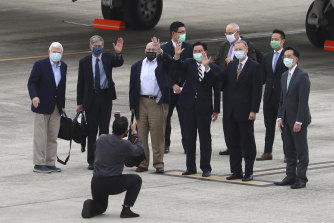 From left, former US senator Chris Dodd, former deputies secretary of state James Steinberg and Richard Armitage have their photo taken with Taiwanese Foreign Minister Joseph Wu upon arrival in Taipei, Taiwan.