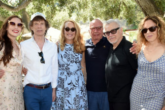 One big happy family: Elizabeth Jagger, Mick Jagger, Jerry Hall, Rupert Murdoch, Harvey Keitel and Daphne Kastner attend the BBQ.