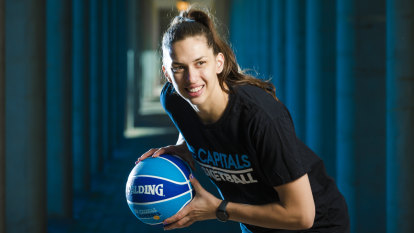 Marianna Tolo re-signs with Canberra Capitals