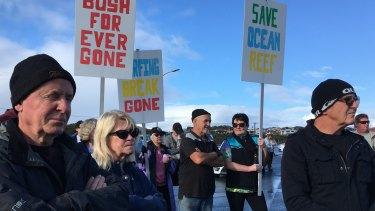 Protesters in Ocean Reef on the weekend.