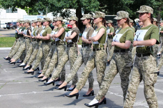 The pictures released by the Ukrainian Defence ministry of female soldiers marching in heels have attracted heavy criticism.