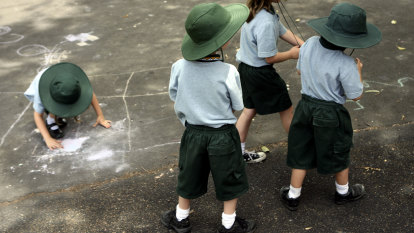 Sydney school to close after staff member tests positive for COVID-19