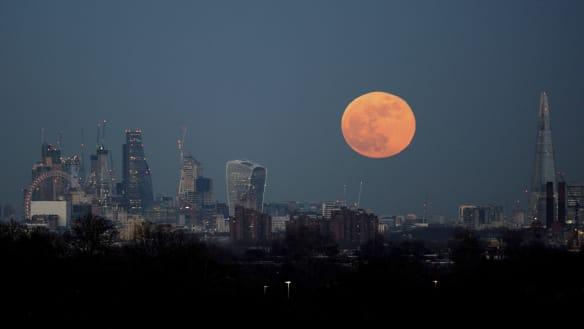 Total lunar eclipse to meet supermoon