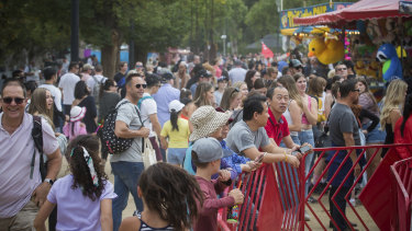 Despite the threat of Caronavirus, there was a strong turnout of revellers to Moomba Festival in 2020.
