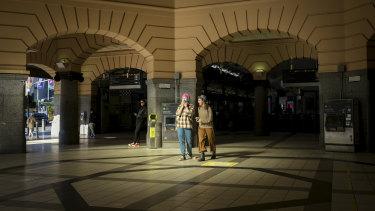 Unions argue rising coronavirus cases in Melbourne make pandemic leave more important.