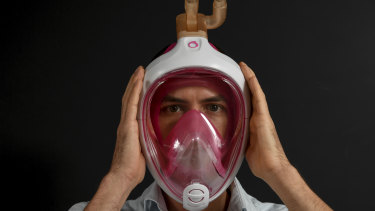 Dr Simon Joosten with the adapted snorkel mask.