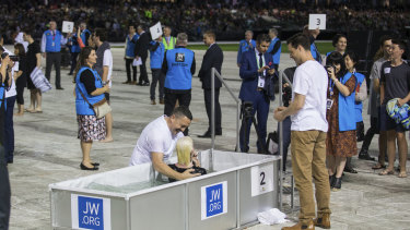 Thousands of Jehovah's Witnesses watched as 400 were baptised.