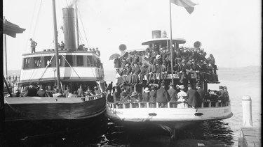 Crowded ferries 'Kurraba' and 'Kirribilli' at Circular Quay circa 1900.