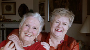 Margaret Fulton and her daughter Suzanne Gibbs in 2007.
