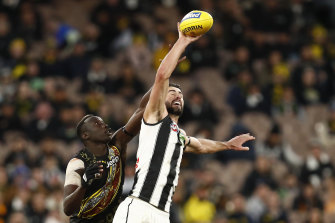 Brodie Grundy in a ruck contest with Mabior Chol.