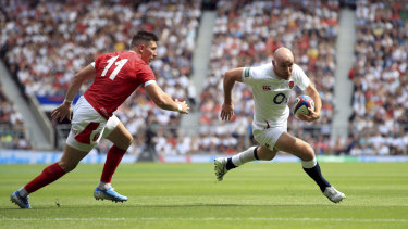 England's Willi Heinz runs with the ball against Wales.