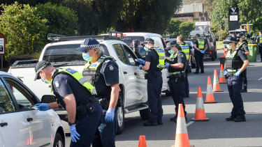 Police stop motorists travelling from NSW at a checkpoint in Wodonga on the Victoria-NSW border