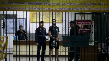 Hakeem al-Araibi waits to be transferred to a Thai jail.