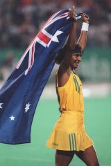 Peris celebrates gold with the Australian women's hockey team in 1996.