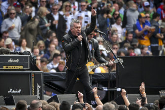 Jimmy Barnes was a pre-match knock out last year.