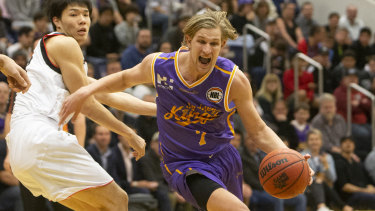 Tom Wilson (right) is making the switch from basketball to Australian rules.