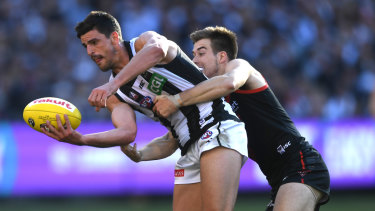 Scott Pendlebury was subjected to booing after a contentious umpiring call.