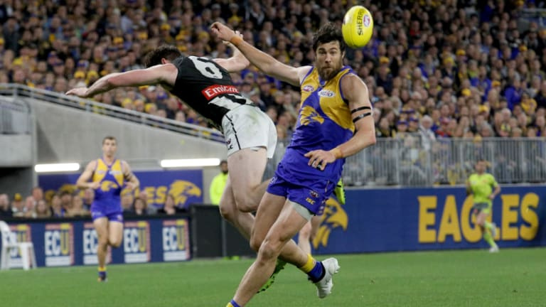 Josh Kennedy shakes off Tyson Goldsack in the first final.
