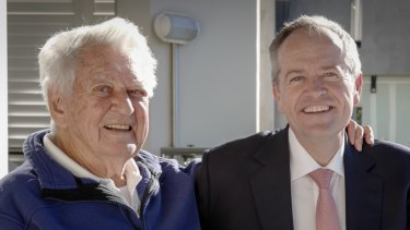 "Bob Hawke says Bill Shorten has set out a large policy agenda rather than being a ""small target"" politician."
