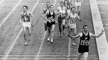 Peter Snell winning the 1500 metres at the 1964 Tokyo Olympics.