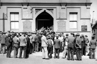 Men line up for the dole in Waverley, Sydney, in 1936.
