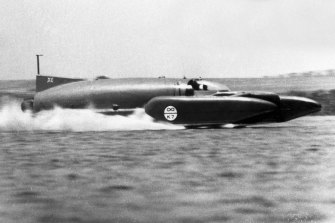 Donald Campbell sends Bluebird flying across the water at LakeDumbleyung on December 31, 1964