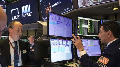 Wall Street fades as record stays out of touch