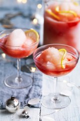 Mocktails are a healthy dietary option during Christmas.