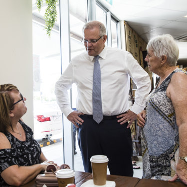Scott Morrison talks with Gayle Price-Davies and Gwyneth Hockey over a coffee.