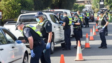 Police are running a checkpoint at the NSW Victorian border in Wodonga for people travelling from NSW.